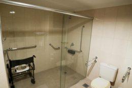 Baño adaptado para deficientes físicos